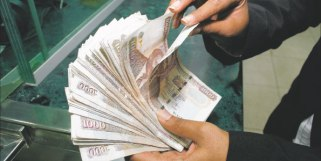 Kenyan shilling slips, shares extend fall 656565